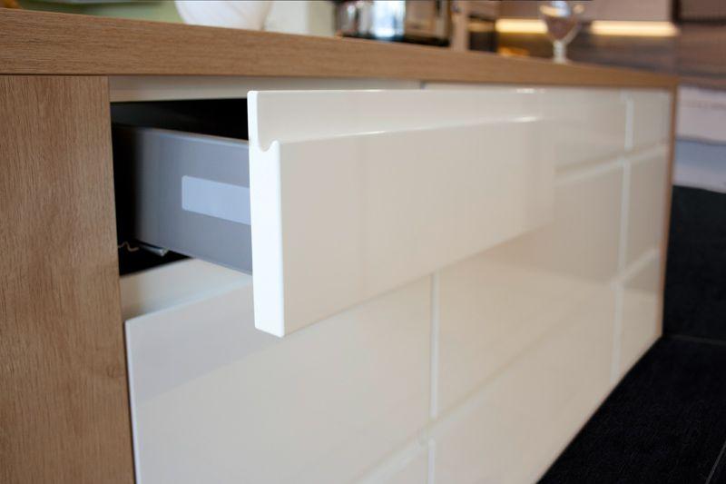 automatisches ffnen von schrankt ren ihr k chenfachh ndler aus schwielowsee 1 2 3 k chen. Black Bedroom Furniture Sets. Home Design Ideas